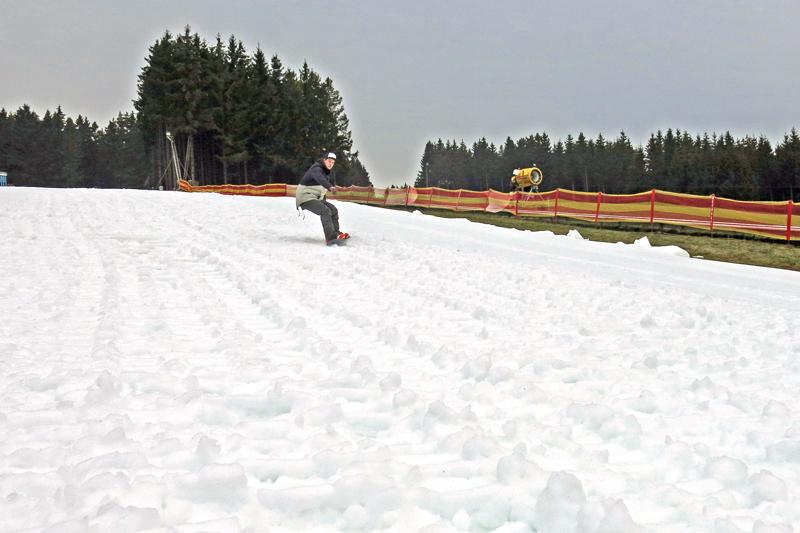 Lift im Skigebiet Ruhrquelle dreht sich dank neuer Beschneiung jetzt täglich