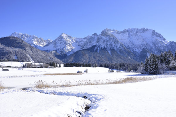 "<span class=""news-image-bildtext"">Schmalensee im Winter</span> / <span class=""news-image-fotograf"">Foto: &copy; Alpenwelt Karwendel / Stefan Eisend</span> / <span class=""news-image-quelle"">Best of Winter</span>"